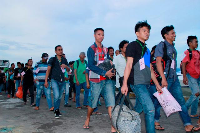 Video TNI Indonesia Jemput 1000 Lebih TKI ilegal Yang Dipulangkan Oleh Pemerintah Malaysia
