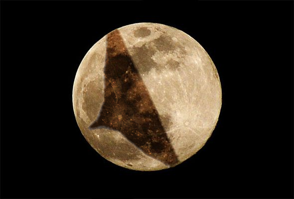 Eclipse lunar na mente dos globalistas na Terra Plana