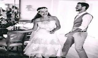 عروسين جد فرحين بزواجهما رومانسية جميلة