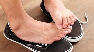 Mẹo hay giúp bạn đánh bay mùi hôi chân