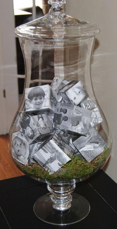 Kubik foto keluarga dalam toples apothecary