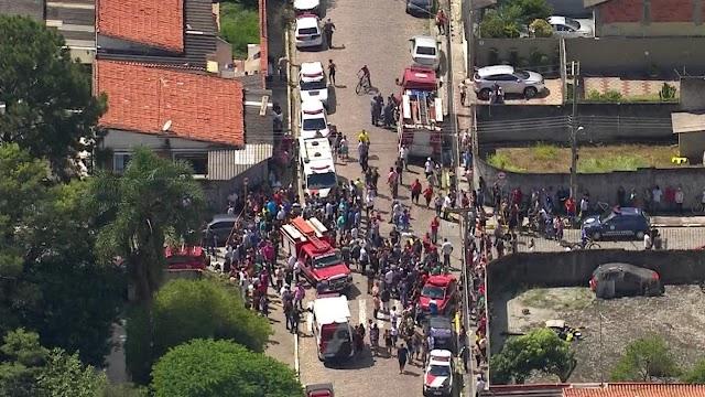 Dez pessoas, incluindo crianças, adolescentes e funcionários, morrem em tiroteio em escola