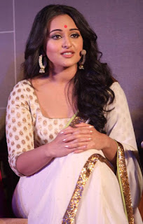 Bollywood Actress Sonakshi Sinha Pictures In Transparent White Saree (2)