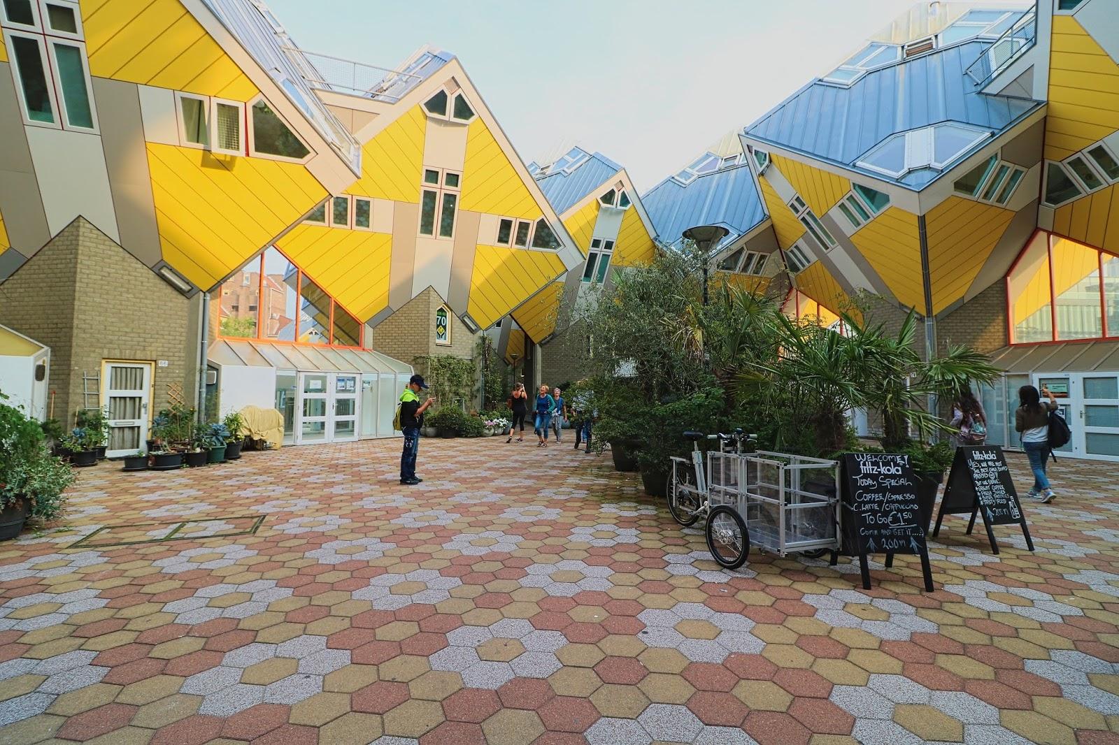 Holandia, kwadratowe domki, podróże
