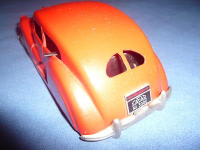 """Automobile, vecchio giocattolo a molla commemorativo, Fabbricato dalla """"SAFAR"""" S.A.F.A.R. (Società Anonima Fabbricazione Apparecchi Radio)"""