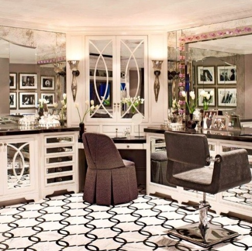 Kim Kardashian Hollywoods Oh Dear Check Out Inside Kris Jenner S Beauty Room And Master Bathroom Take A Look