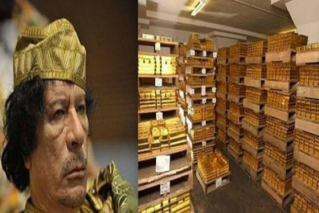 """العثور على """"كنز القذافي"""".. خزنة مملوءة بالذهب والفضة تحت الأرض ورقم سري يحول دون فتحها..."""