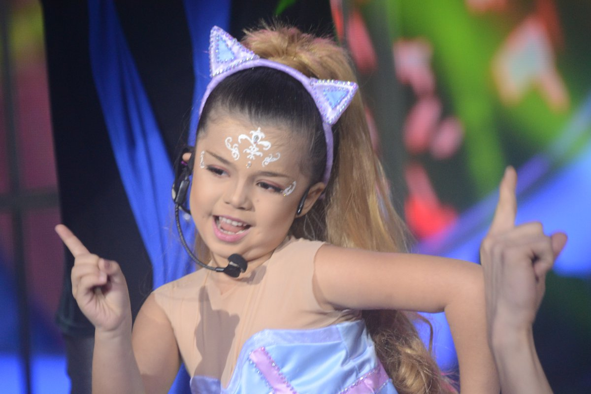 "Xia Vigor impersonates Ariana Grande on ""Your Face Sounds Familiar Kids"""