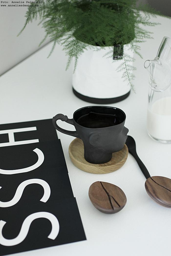 annelies design, webbutik, webshop, nätbutik, nettbutikk, ansikte mugg, muggar, kaffe, kaffekopp, fat av ek, glasunderlägg, trä, trärent, natur, vykort med bokstäver, svartvit, svartvita, svart och vitt, vykort, Oohh, fjädersparris, gräna växter, grön växt, krukor, Oohh,