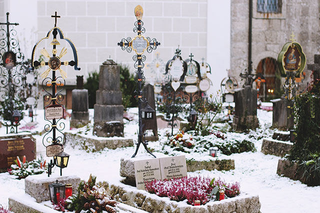 Petersfriedhof in snow