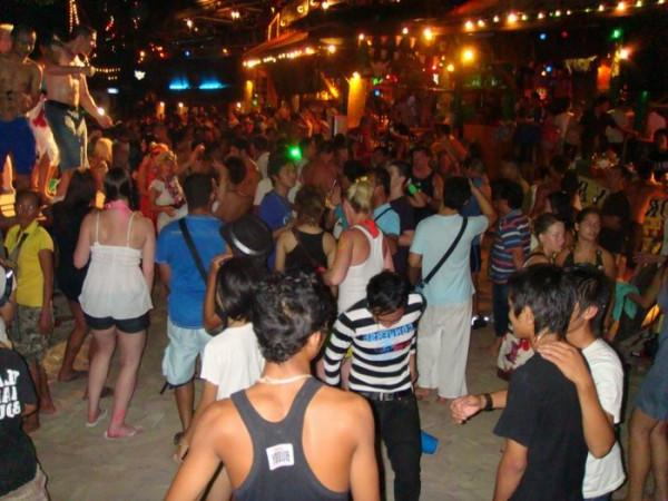 Koh Phangan Full Moon Party dates; vibrant scene