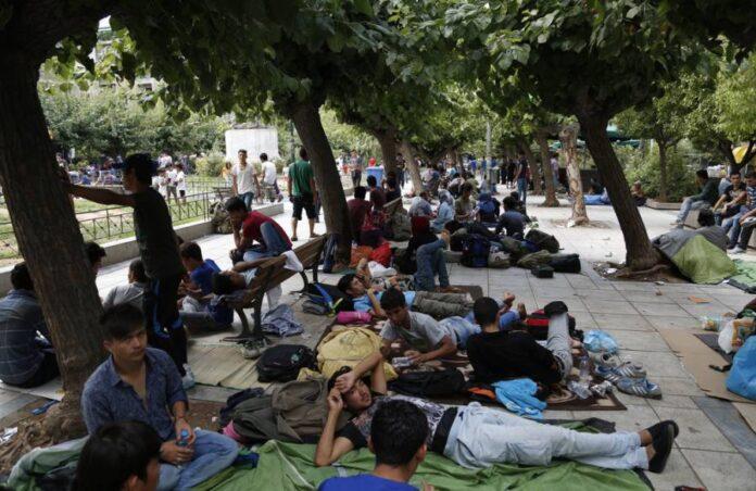 Σε απόγνωση οι κάτοικοι της πλατείας Βικτωρίας με τους «μετανάστες» – Έγινε κόλαση η ζωή μας