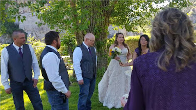 Randy and Dawns wedding party looking at the maid of honor spouting instructions