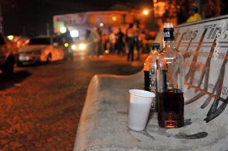Homem é esfaqueado durante briga por garrafa de bebida, na Paraíba