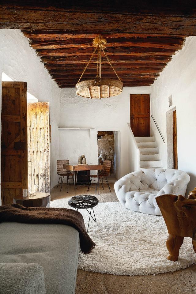 De lunes a domingo amor a primera vista en una casa for Arquitectura ibicenca