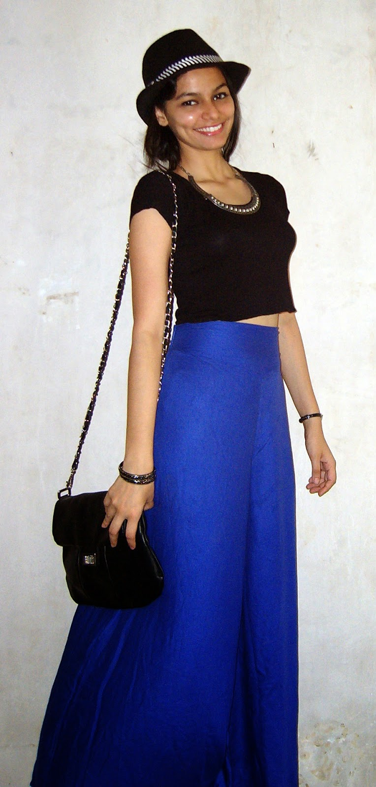mumbai fashion blogger, palazzo pants, croptop, how to wear a crop top in mumbai, how to dress for summers in mumbai, desi fashion, how to wear hats, black hat style