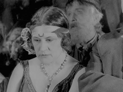 """Кадр из новогоднего эпизода """"Золотой лихорадки"""" (1925) - 1"""