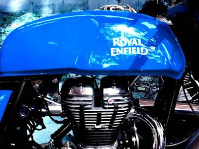 Royal Enfield Continental GT blue fuel tank wallpaper