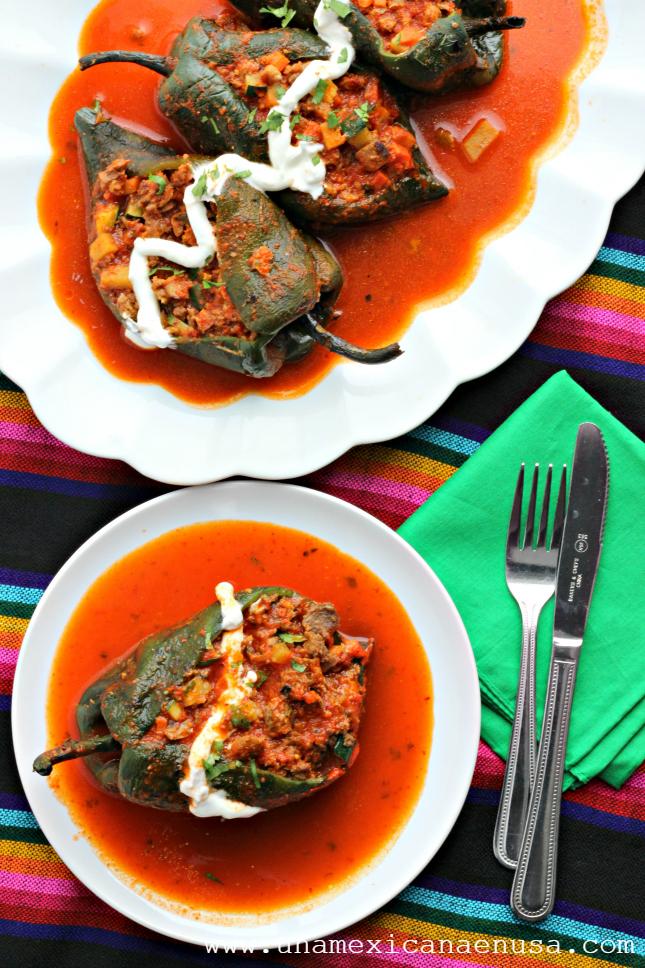 Cómo preparar Chiles rellenos de picadillo vegetariano para la Cuaresma. Receta Mexicana by www.unamexicanaenusa.com