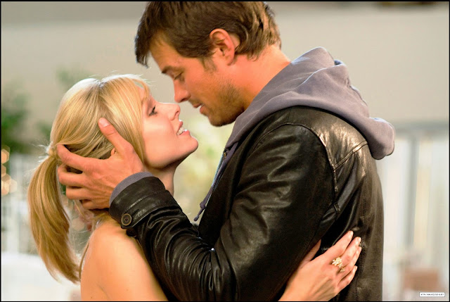 Josh Duhamel and Kristen Bell in When In Rome