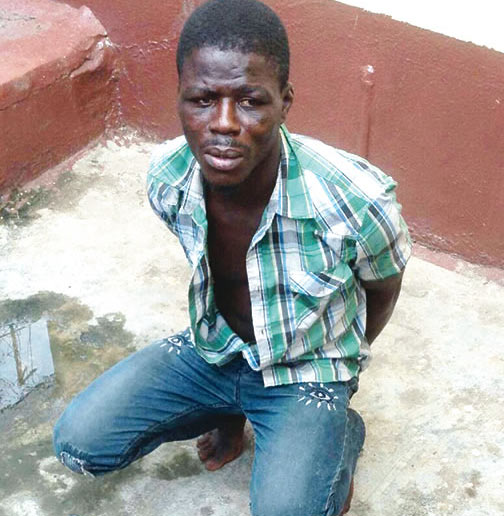 Suspect pickpockets policewoman during arrest for pickpocketing