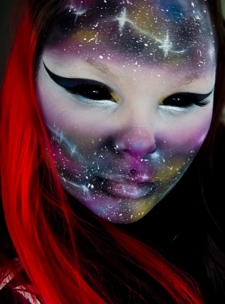 06-Galaxy-Carla-CrimsonnOnyxx-Face-and-Body-Painting-by-a-Chameleon-like-Artist-www-designstack-co