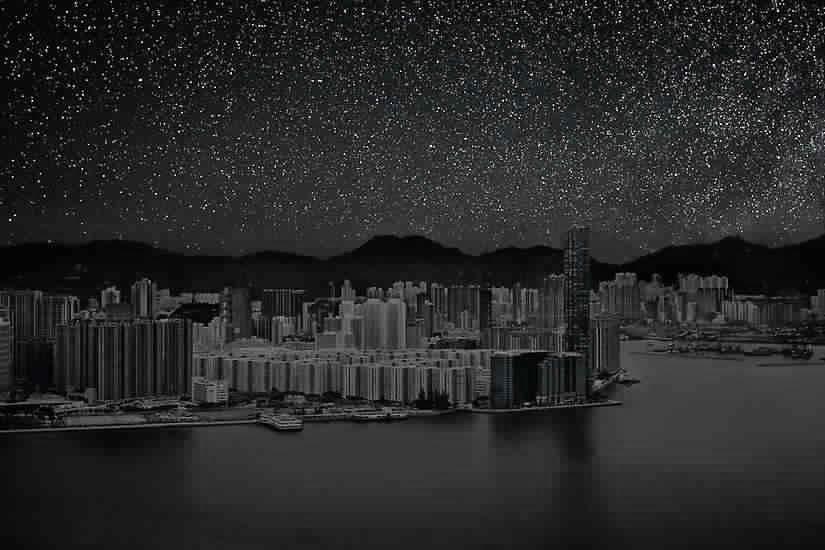 هونغ كونغ في الظلام