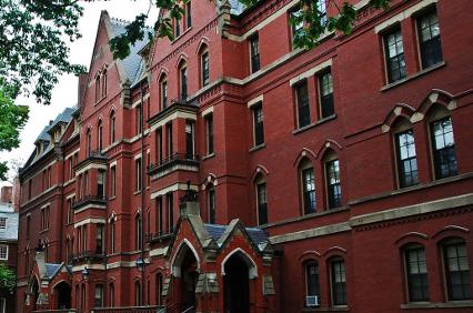 Ποια είναι τα 10 πανεπιστήμια που βγάζουν εκατομμυριούχους