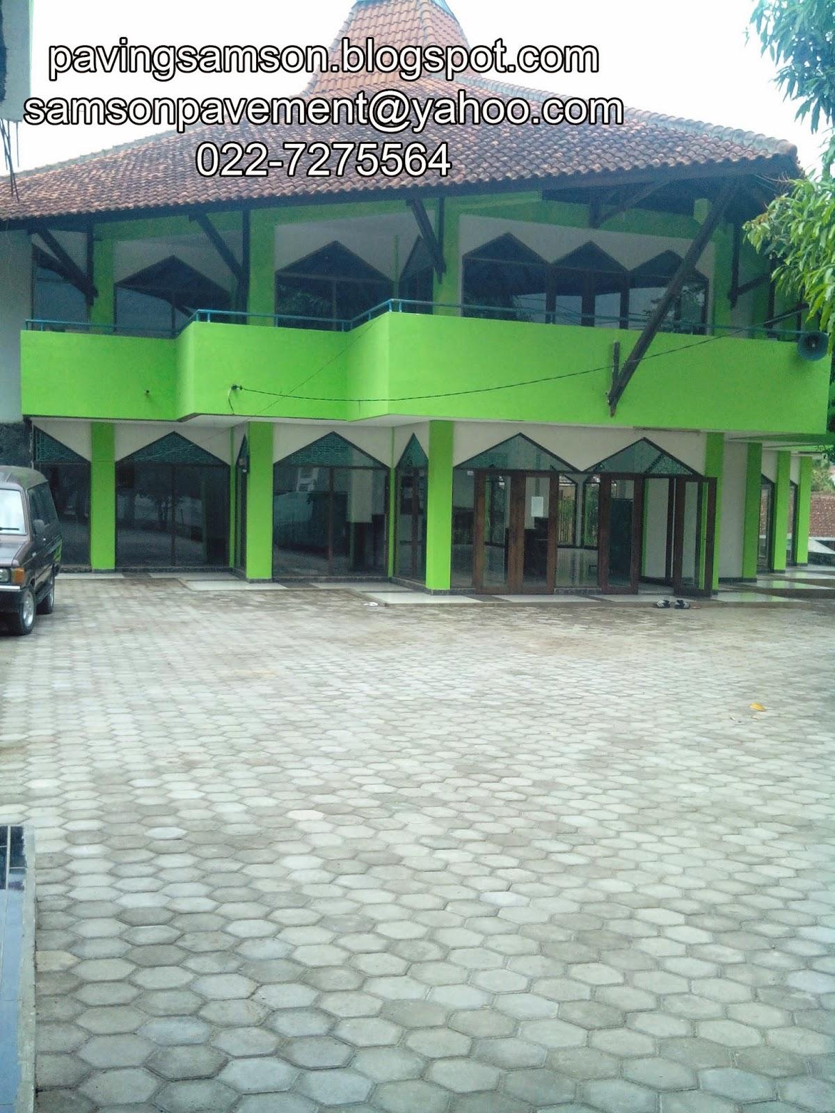 Pemasangan paving block di Bandung
