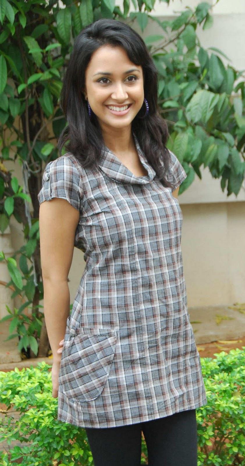 Suma Bhattacharya nudes (29 pics) Fappening, Facebook, cleavage