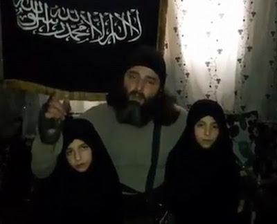 'Pais muçulmanos' se despedem de filhas antes de mandá-las para atentado suicida