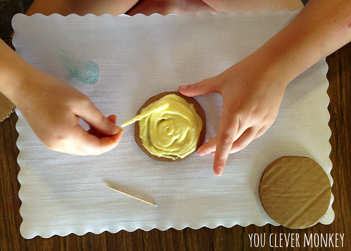 Easy play ideas - using simple resources found at home, re-create these easy play invitations for your children to make and play these holidays. Visit www.youclevermonkey.com or #easyplayidea on Instagram to follow along!