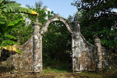 gerbang masuk Istana Kesultanan Riau Lingga