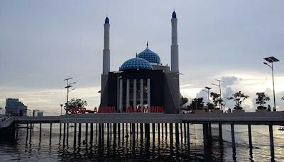 Masjid Terapung Paling Indah Di Indonesia  6 MASJID TERAPUNG PALING INDAH DI INDONESIA