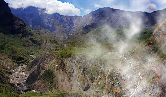gunung bawakareng mountain