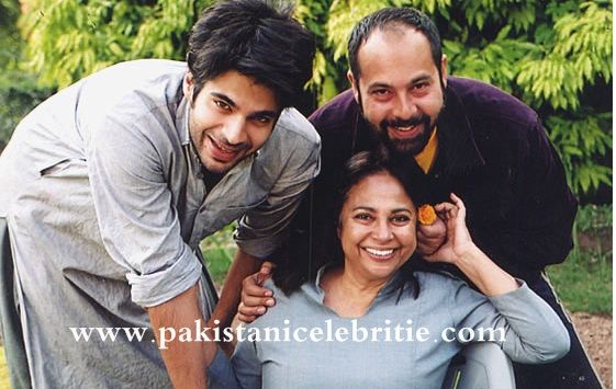 Adnan Malik With Mother And Brother