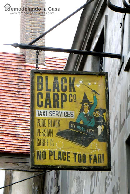 Harry Potter - Halloween sign - yellow with witch on carpet