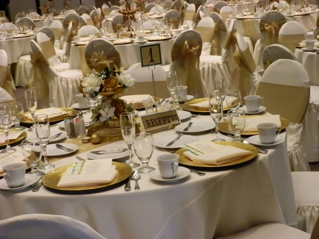 Les id es d co id es d co table noces d 39 or for Decoration 25 ans