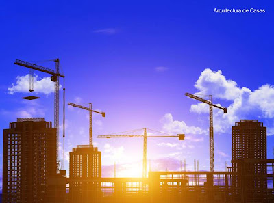 Edificios de apartamentos en construcción con alta grúas
