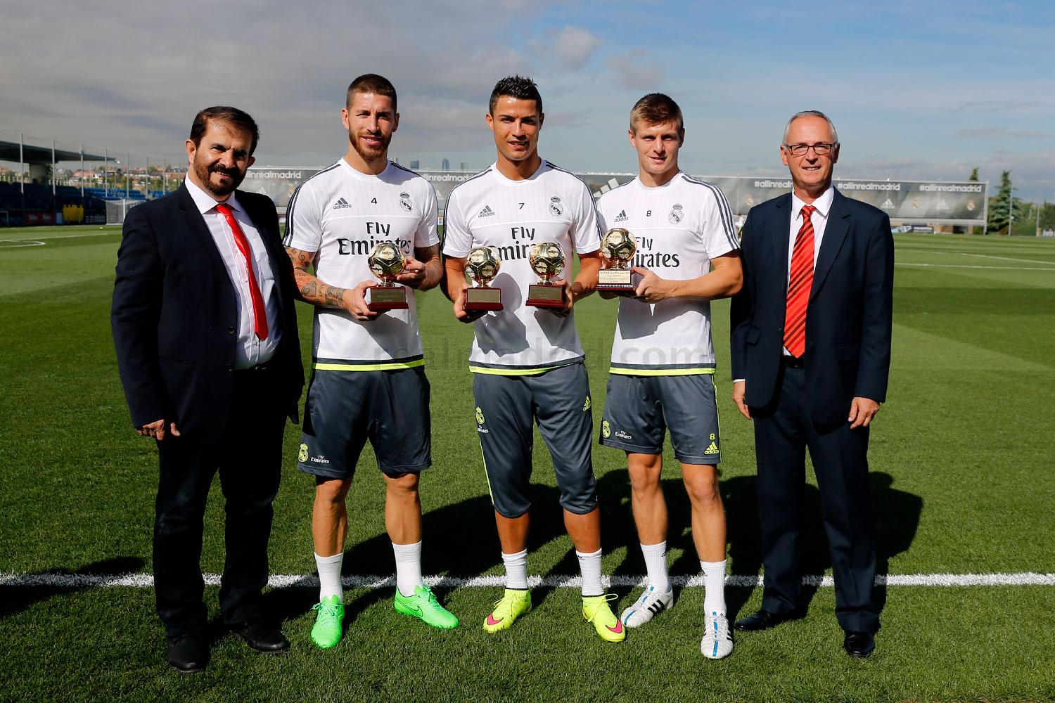 Cristiano Ronaldo not only returned to old boots in yesterday's Real Madrid  training session, but also received the World's Best Club, World's Best Top  ...