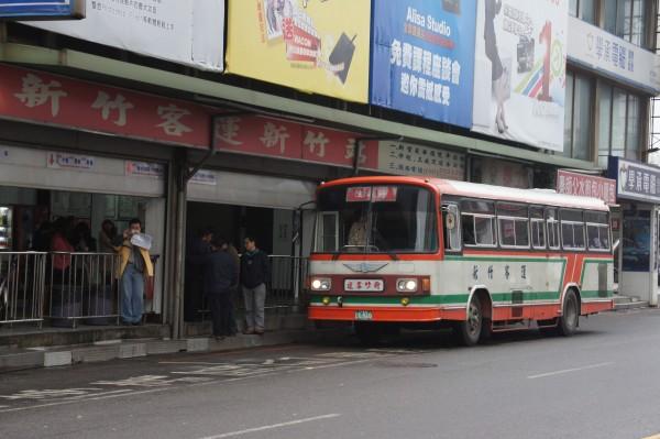 飛行場の測候所: 新竹客運「成功號」冷氣公車懷舊之旅