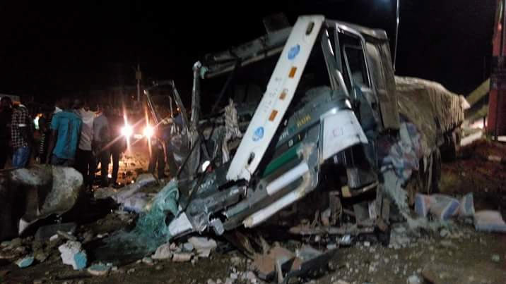 Dangote Cement truck rams into structures at IMSU junction, Owerri