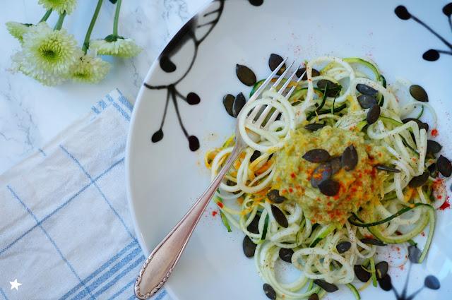 spaghetti courgette sauce avocat citron rawfood cru vegan estival foodphotography