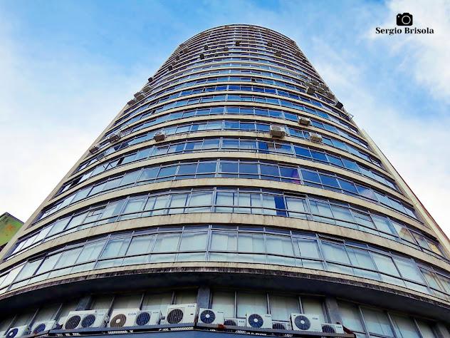 Perspectiva inferior do Edifício Clovis Bevilacqua - Sé - São Paulo