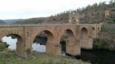 puente romano de alcantara de casi 2000 años
