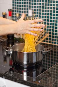 Pustite špagete u vodu