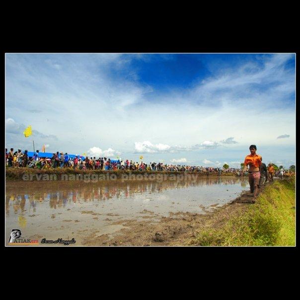 Download Lagu 4 20 Kita Pasti Tua: Karapan Sapi Nya Orang Minangkabau