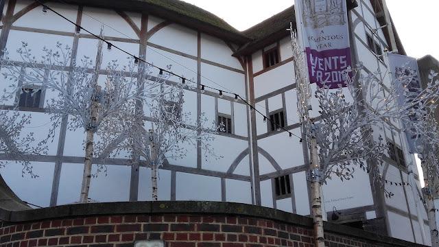 Londres Théâtre du Globe rebâti à l'identique de celui de Shakespeare XVI siècle