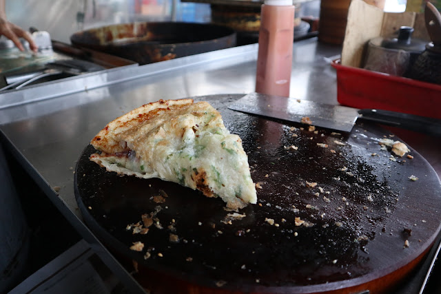 IMG 7715 - 【竹南美食】永貞路中華電信前的好吃蔥油餅,就連食尚玩家也推薦,當地人的最愛的下午點心,旁邊的餡之香也是一級棒!