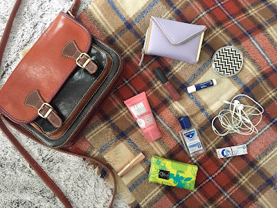 Autumn inspired whats in my bag